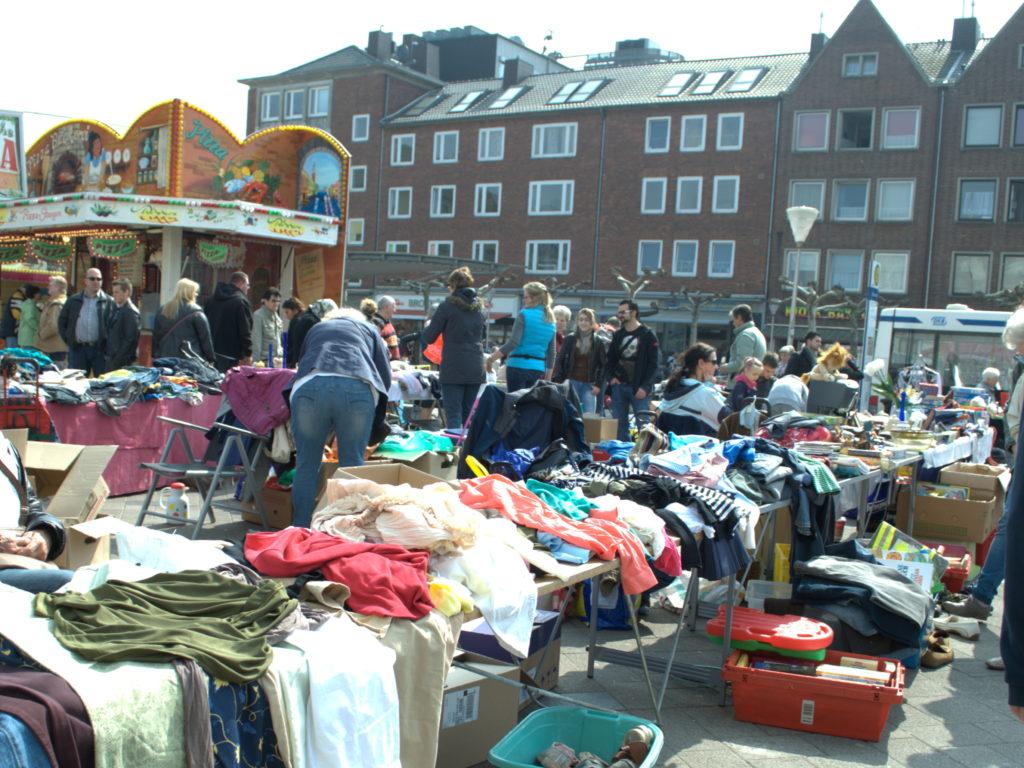 Kindertrödelmarkt auf dem Kaiserplatz in Düren