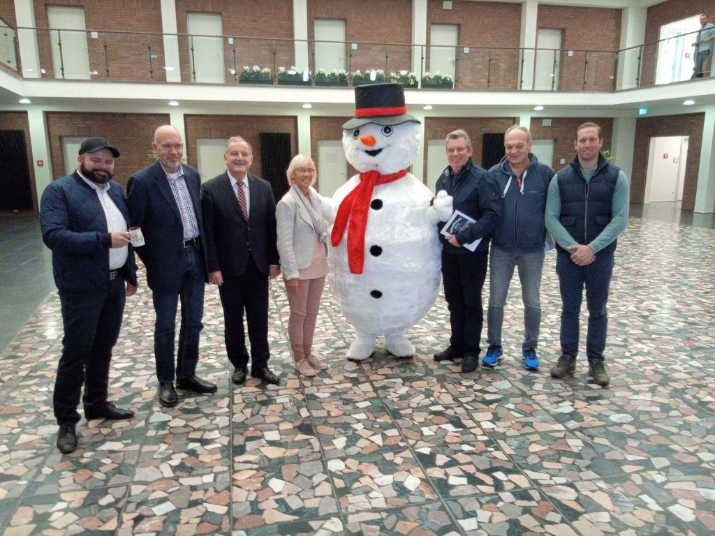 Schneemann Leopold bei der Pressekonferenz zum Weihnachtsmarkt 2019