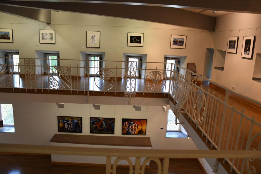 Blick von oben in die Ausstellungsräume