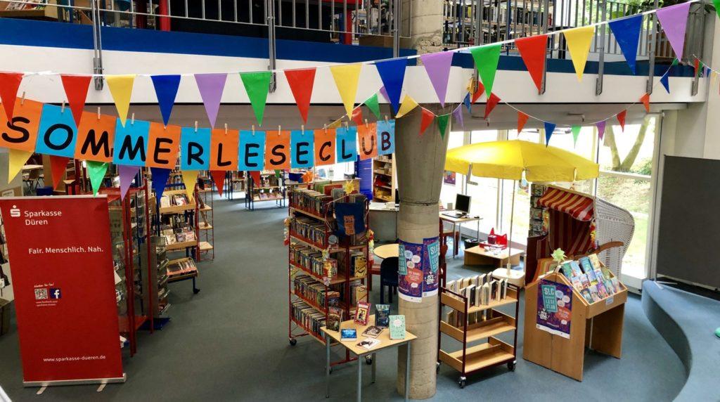 Die für den SommerLeseClub geschmückte Kinderbücherei