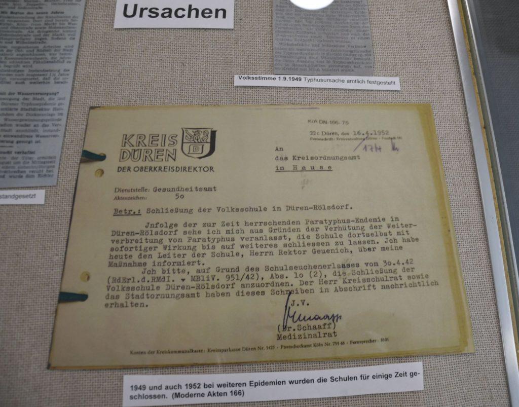 Urkunde über Schließung der Schule in Rölsdorf wegen Typhus