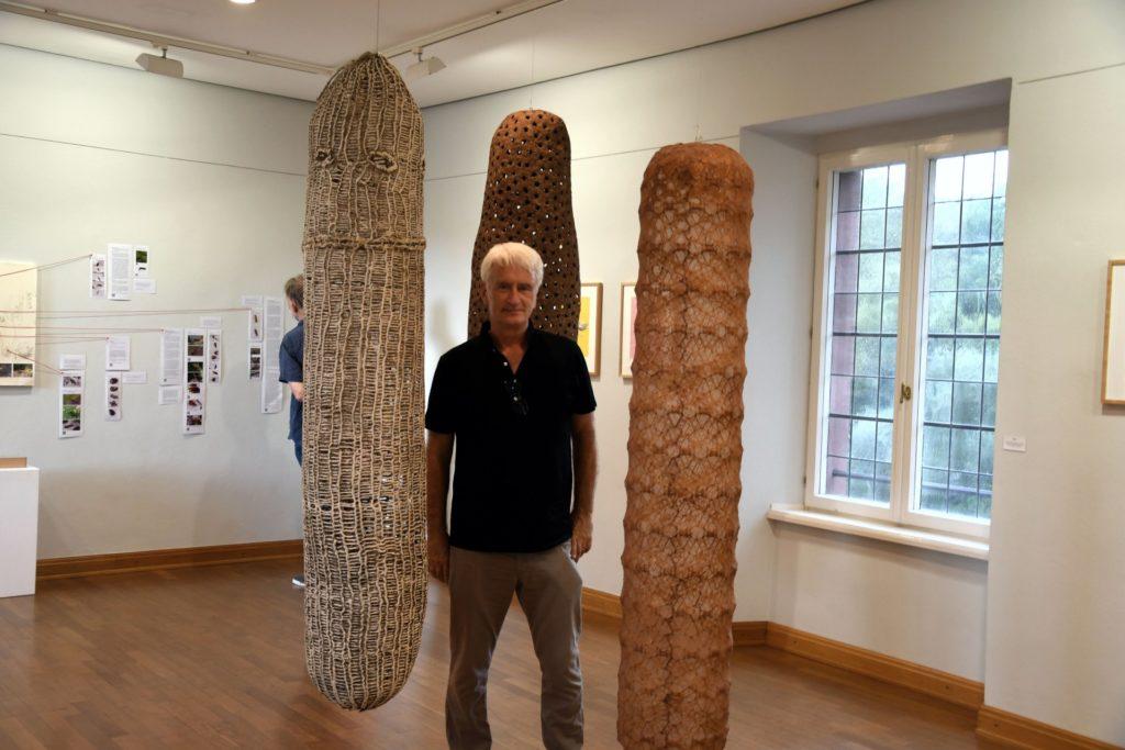 Künstler Heinz Peter Fothen in seiner Werkausstellung