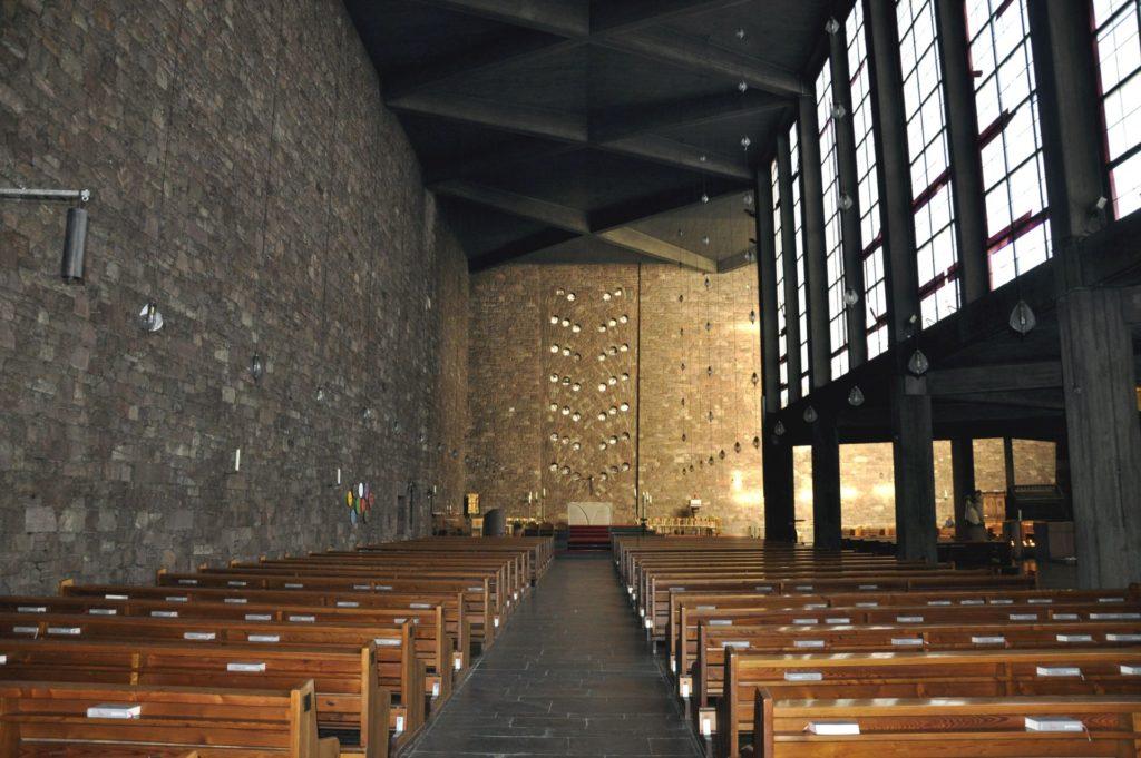 Die Annakirche von innen mit Blick in Richtung Altar