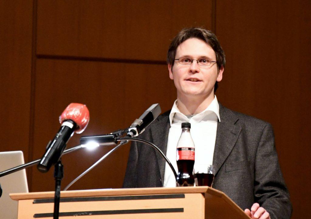 Dr. Moritz Wild während seines Vortrags