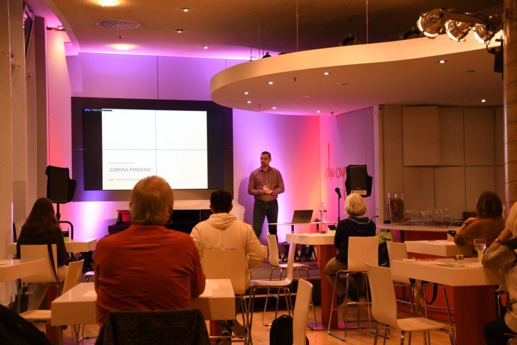 Thomas Opfermann gibt eine Einführung in den Workshop