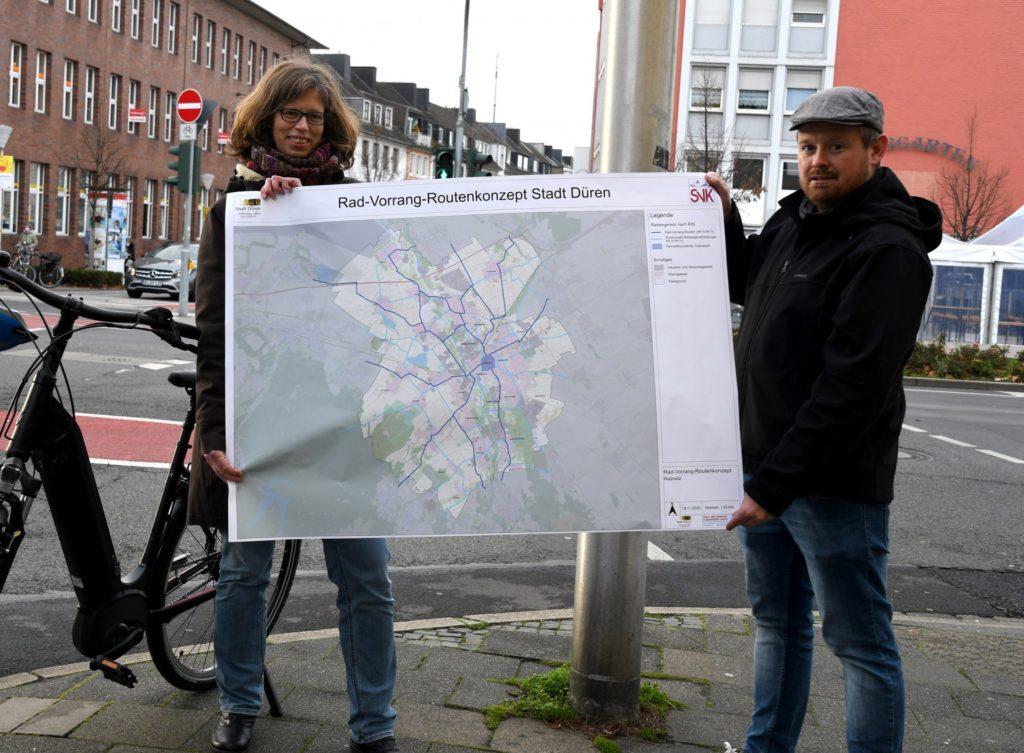 Anke Leimert und Benjamin Raßmanns hoffen auf eine rege Beteiligung an der Online-Umfrage für das Rad-Vorrang-Routen-Konzept.