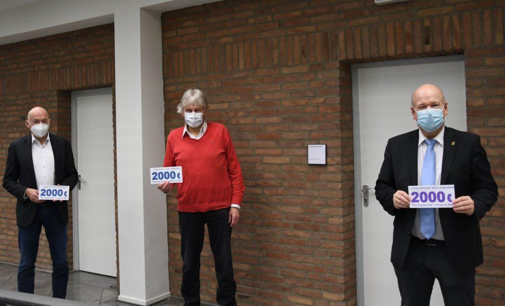 von links: Jugendamtsleiter Ansgar Kieven, Peter Borsdorff, Bürgermeister Frank Peter Ullrich