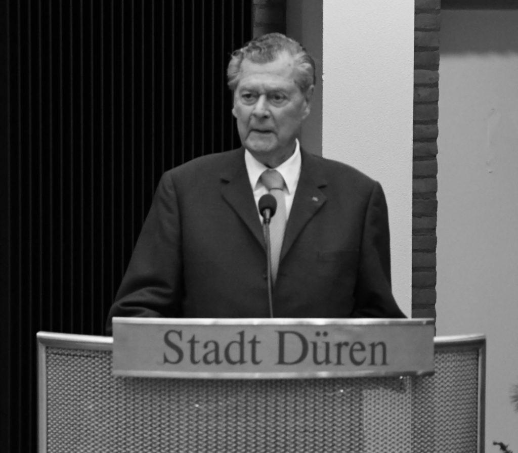 Der verstorbene Heinrich August Schoeller bei der Verleihung des Ehrenringes der Stadt Düren im Dezember 2018.