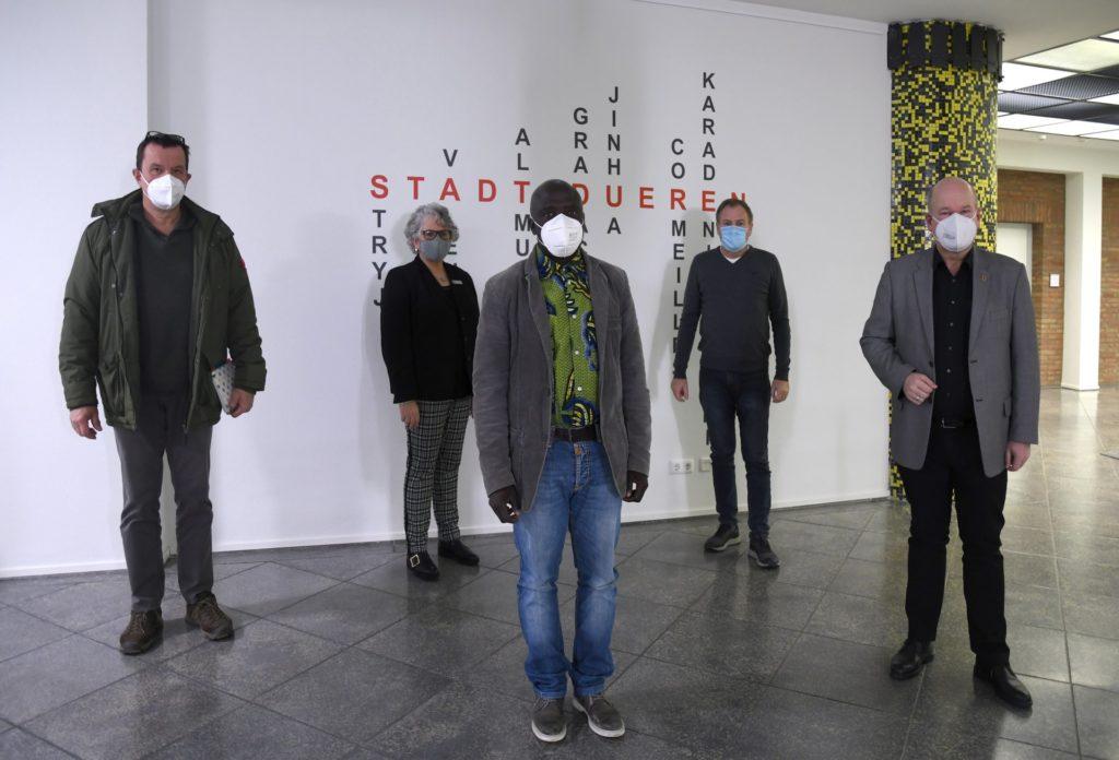 Gruppenfoto im Rathausfoyer