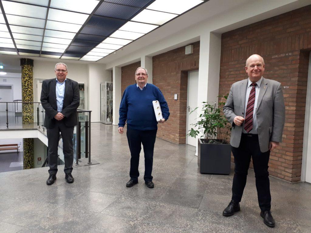 (v.l.n.r.) Helmut Göddertz, Fred Schröder und Bürgermeister Frank Peter Ullrich.