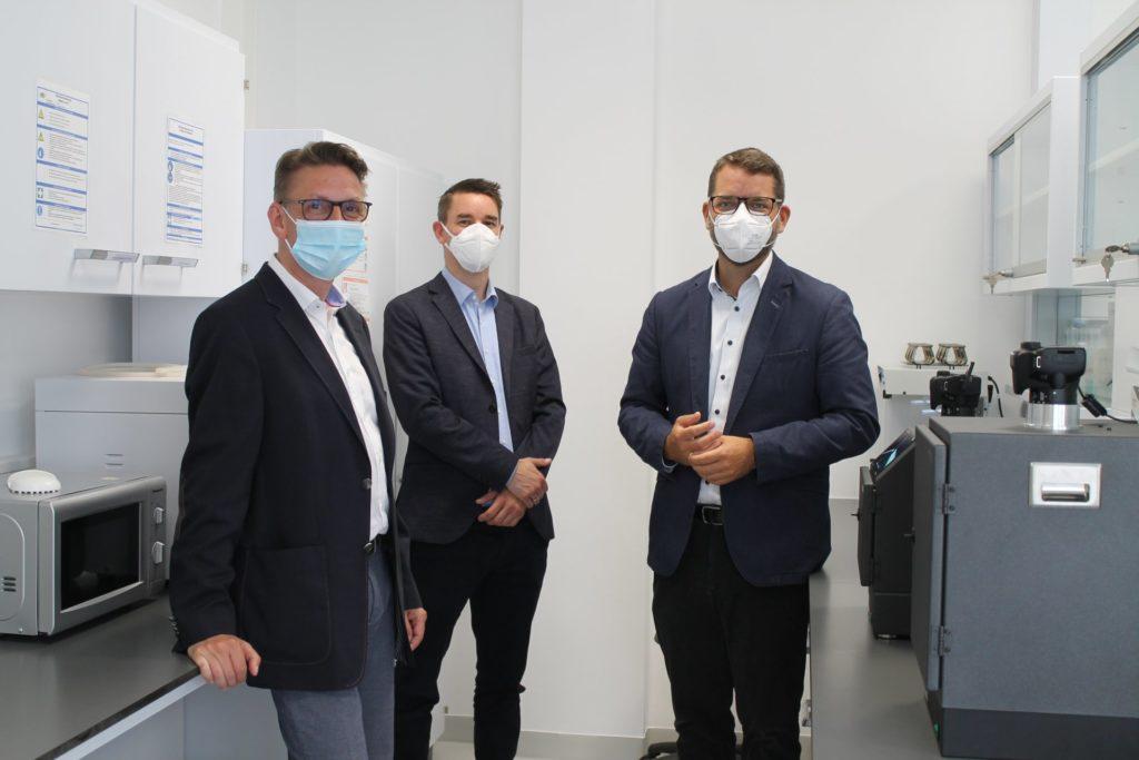 v.l.n.r. Dr. Jürgen Lünzer (CEO NIPPON Genetics Europe GmbH), Klaus Schierbaum (WIN.DN GmbH), Thomas Hissel (1. Beigeordneter Stadt Düren und Hauptgeschäftsführer WIN.DN GmbH)