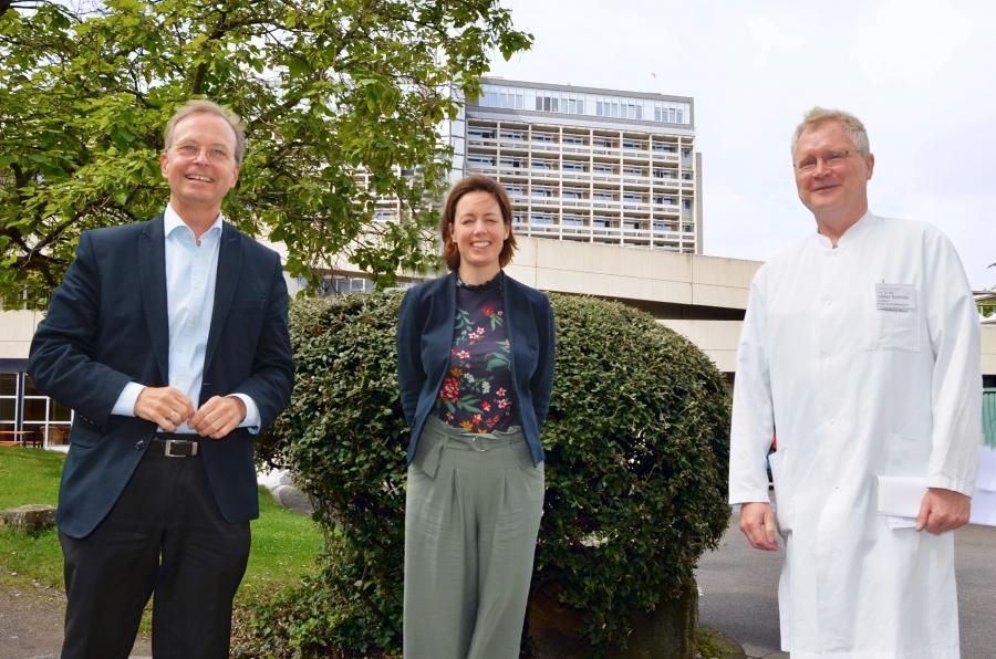 Der Parlamentarische Staatssekretär Thomas Rachel traf sich im Krankenhaus Düren zu einem intensiven Austausch mit Geschäftsführerin Kathleen Büttner-Hoigt und Anästhesie-Chefarzt Prof. Dr. Stefan Schröder.